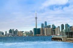 Toronto, Canadá - 27 de enero de 2016: Opinión del horizonte de Toronto de a imágenes de archivo libres de regalías