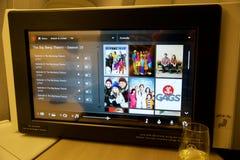 TORONTO, CANADÁ - 28 de janeiro de 2017: Assento da classe executiva de Air Canada com o monitor enorme do sistema pessoal HD do  Imagem de Stock Royalty Free