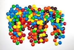 TORONTO, CANADÁ - 10 de marzo de 2017: Una pila de chocolates revestidos coloridos M&M Imagen de archivo libre de regalías