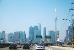 TORONTO, CANADÁ - 6 DE SEPTIEMBRE DE 2015: Toronto Carretera de Gardiner Foto de archivo libre de regalías