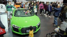 Toronto, Canadá, o 20 de fevereiro de 2018: Carro elegante de Audi R8 na feira automóvel do mundo em Toronto vídeos de arquivo