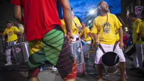 TORONTO, CANADA - 22 AOÛT 2015 ; Samba Squad exécute à T Photo stock