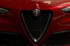 Toronto, Canada - 2018-02-19: Griglia splendida di nuova alfa 2018 Romeo Stelvio SUV premio visualizzato su Alfa Romeo fotografia stock libera da diritti