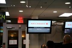 TORONTO, CANADA - 21 janvier 2017 : Porte d'embarquement d'Air Canada à l'aéroport de YYZ sur mon chemin vers Seattle, écran de d Photo libre de droits