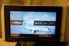 TORONTO, CANADA - 28 janvier 2017 : Siège de classe d'affaires d'Air Canada avec le moniteur énorme du parc de divertissements pe Photo libre de droits