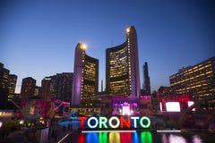 TORONTO, 9,2015 CANADA-JULI: Het nieuwe teken van Toronto in Nathan Phill