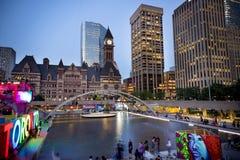 TORONTO, CANADA-JULY 9,2015: Nuevo Toronto firma adentro a Nathan Phill Fotografía de archivo libre de regalías