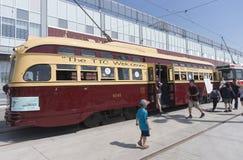 TORONTO, CANADA - 28 MAGGIO 2016: Tram d'annata 1951 del PCC sui Di Fotografia Stock Libera da Diritti