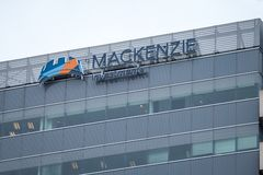 Mackenzie Investemnts logo in front of their headquarters in Toronto, Canada. TORONTO, CANADA - NOVEMBER 13, 2018:  Mackenzie is a Canadian investment stock photos