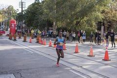 TORONTO, ON/CANADA - OCT 22, 2017: Etiopski maratonu biegacz Sut Zdjęcie Stock