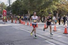 TORONTO, ON/CANADA - OCT 22, 2017: Maratońskich biegaczów przechodzić Fotografia Royalty Free