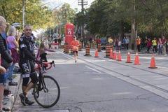 TORONTO, ON/CANADA - OCT 22, 2017: Maratoński biegacz Alvaro Enriqu Zdjęcie Royalty Free