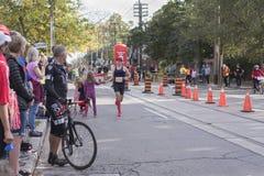 TORONTO, ON/CANADA - OCT 22, 2017: Maratoński biegacz Frederic Bouc Fotografia Stock