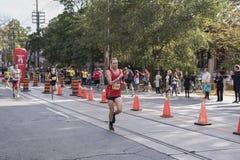 TORONTO, ON/CANADA - OCT 22, 2017: Maratoński biegacz Jean Pierre Obraz Stock