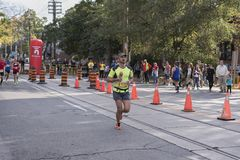 TORONTO, ON/CANADA - OCT 22, 2017: Maratoński biegacz Jean Pierre Zdjęcie Stock
