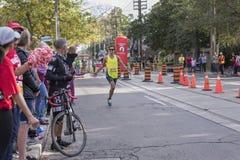 TORONTO, ON/CANADA - OCT 22, 2017: Maratoński biegacz Jon przechodzi t Zdjęcie Royalty Free