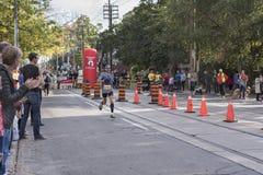 TORONTO, ON/CANADA - OCT 22, 2017: Maratoński biegacz Roy przechodzi t Zdjęcia Royalty Free