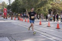 TORONTO, ON/CANADA - OCT 22, 2017: Maratońskiego biegacza Adam omijanie Obrazy Stock