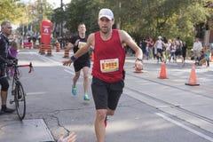 TORONTO, ON/CANADA - OCT 22, 2017: Maratońskiego biegacza Adam omijanie Zdjęcie Stock