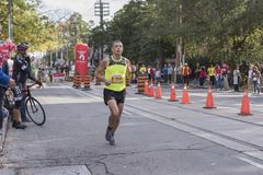 TORONTO, ON/CANADA - OCT 22, 2017: Maratońskiego biegacza Benoit passin Fotografia Stock
