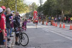 TORONTO, ON/CANADA - OCT 22, 2017: Maratońskiego biegacza Edward passin Obraz Stock