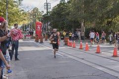 TORONTO, ON/CANADA - OCT 22, 2017: Maratońskiego biegacza Justin passin Fotografia Royalty Free