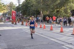 TORONTO, ON/CANADA - OCT 22, 2017: Maratońskiego biegacza Morgan passin Zdjęcie Royalty Free