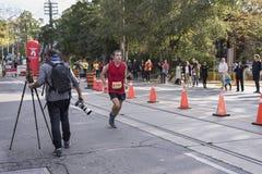 TORONTO, ON/CANADA - OCT 22, 2017: Maratońskiego biegacza Philip passin Obraz Stock
