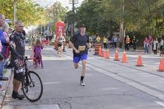 TORONTO, ON/CANADA - OCT 22, 2017: Maratońskiego biegacza Philip passin Fotografia Stock