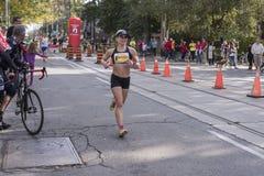 TORONTO, ON/CANADA - OCT 22, 2017: Maratońskiego biegacza Rayleen passi Zdjęcia Royalty Free