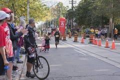 TORONTO, ON/CANADA - OCT 22, 2017: Maratońskiego biegacza Reuven passin Zdjęcia Stock