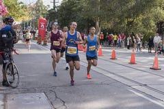 TORONTO, ON/CANADA - OCT 22, 2017: Maratonu biegacz, stępak z/ Zdjęcie Stock