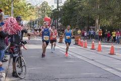 TORONTO, ON/CANADA - OCT 22, 2017: Maratonu biegacz z rememb Zdjęcia Royalty Free