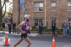 TORONTO ON/CANADA - OKTOBER 22, 2017: Kanadensisk maratonlöpare John Fotografering för Bildbyråer