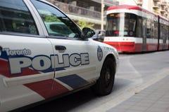 Toronto, Canada - September 18, de politiewagen van 2017 in verkeer s stock foto
