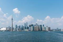 Toronto cityscape från Lake Ontario Arkivfoton