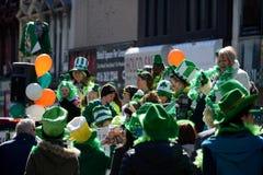 Desfile anual del día del St. Patrickâs de Toronto fotos de archivo