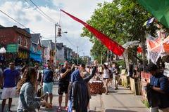 TORONTO, DESSUS, CANADA - 29 JUILLET 2018 : Vue de rue de la foule au marché de Kensington à Toronto photo libre de droits