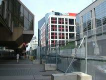 TORONTO - 23 giugno 2010 - le barriere della polizia intorno alla metropolitana Convention Center durante G20 le proteste a Toron fotografia stock