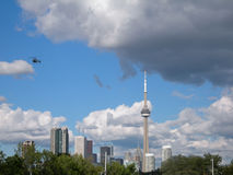 Toronto horisont i sommaren royaltyfri bild