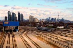 Toronto horisont på en molnig dag Arkivfoto
