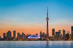Toronto horisont på skymning Fotografering för Bildbyråer