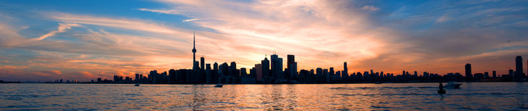 Toronto horisontpanorama på solnedgången fotografering för bildbyråer