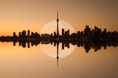 Toronto horisontreflexion Royaltyfri Fotografi