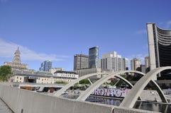 Toronto, il 24 giugno: Nathan Phillips Square di Toronto dalla provincia di Ontario nel Canada Fotografia Stock