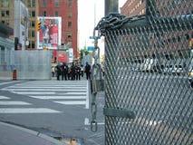 TORONTO - 23 juin 2010 - les barricades de police autour de la métro Convention Center pendant G20 les protestations à Toronto, O Photographie stock
