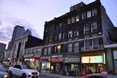 Toronto, 24 Juni: De Gebouwen van de binnenstad op Yonge-Straat 's nachts van Toronto van de Provincie van Ontario in Canada Stock Foto