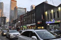Toronto, 24 Juni: De Gebouwen van de binnenstad op Yonge-Straat 's nachts van Toronto van de Provincie van Ontario in Canada Stock Foto's