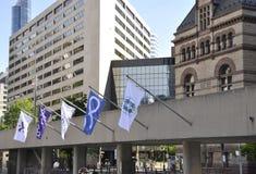 Toronto, 24 Juni: Nathan Phillips Square en Oud Stadhuis van Toronto in de Provincie Canada van Ontario Stock Fotografie