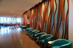 TORONTO KANADA, JAN, - 21st, 2017: lotniskowy wnętrze, Air Canada liścia klonowego hol przy YYZ lotniskiem z rzemiennymi krzesłam Zdjęcie Stock